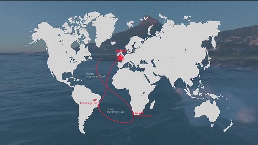 L'envol des géants au port de Brest 'la plus longue course en double jamais réalisée'. #Ultim @Batlantiques @Sodebo_Voile @trimaranMACIF @TeamActualeader @GitanaTeam